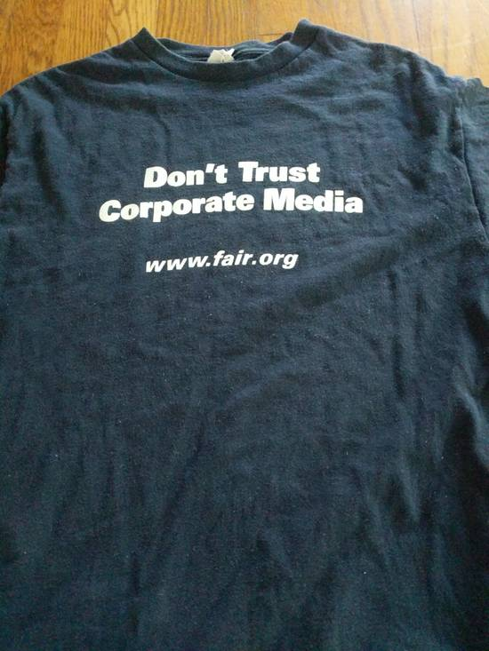 T Shirt DON'T TRUST CORPORATE MEDIA FAIR.ORG T SHIRT RARE Size US L / EU 52-54 / 3 - 1