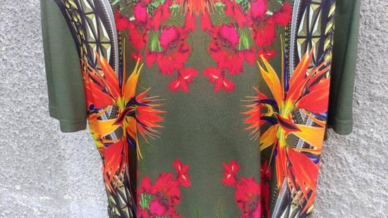 Givenchy $745 Givenchy Birds of Paradise Iris Floral Rottweiler Shark T-shirt size M Size US M / EU 48-50 / 2 - 4