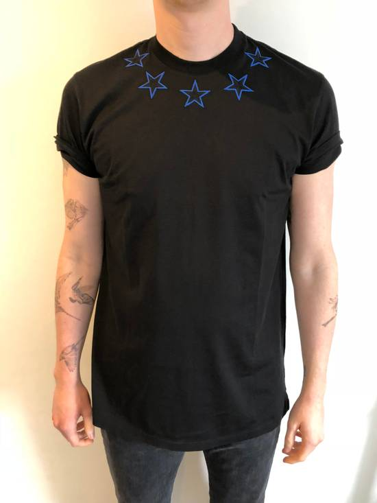 Givenchy New Givenchy, black stars T-Shirt Columbian Fit Size US XS / EU 42 / 0 - 2