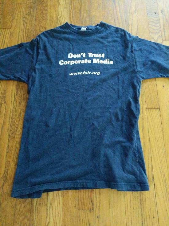 T Shirt DON'T TRUST CORPORATE MEDIA FAIR.ORG T SHIRT RARE Size US L / EU 52-54 / 3