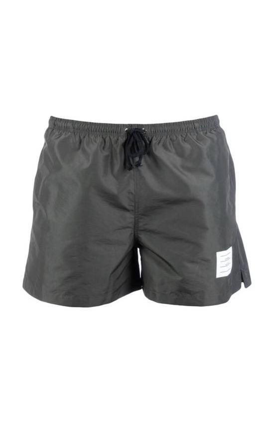 Thom Browne classic swim trunk in medium grey Size US 30 / EU 46