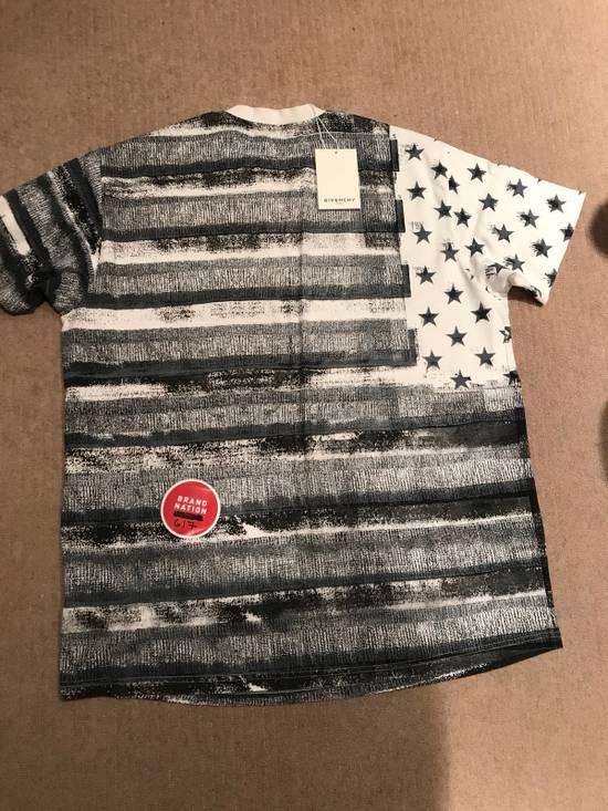 Givenchy Flag Tee Size US M / EU 48-50 / 2 - 1