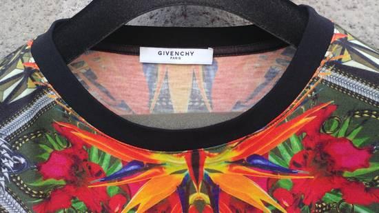 Givenchy $745 Givenchy Birds of Paradise Iris Floral Rottweiler Shark T-shirt size M Size US M / EU 48-50 / 2 - 10