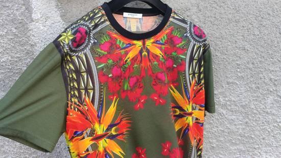 Givenchy $745 Givenchy Birds of Paradise Iris Floral Rottweiler Shark T-shirt size M Size US M / EU 48-50 / 2 - 3