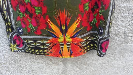 Givenchy $745 Givenchy Birds of Paradise Iris Floral Rottweiler Shark T-shirt size M Size US M / EU 48-50 / 2 - 9