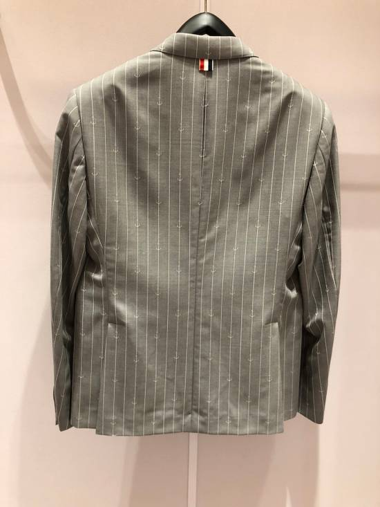 Thom Browne THOM BROWNE CLASSIC BLAZER IN GRAY/WHITE ANCHOR PINSTRIPE Size 40R - 11
