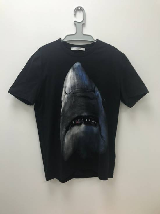 Givenchy black Shark head t-shirt Size US L / EU 52-54 / 3