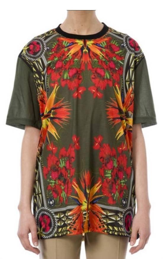 Givenchy $745 Givenchy Khaki Birds of Paradise Iris Floral Rottweiler Oversized T-shirt size XS Size US XS / EU 42 / 0 - 1