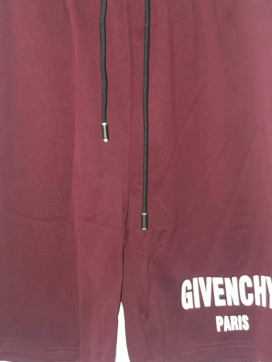 Givenchy Gym Logo Shorts Size US 36 / EU 52 - 1