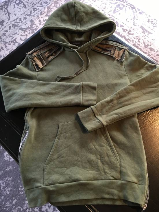 Balmain Balmain Green Hoodie with Army Print Shoulder Patches Size US L / EU 52-54 / 3