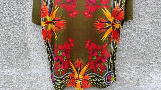 Givenchy $745 Givenchy Khaki Birds of Paradise Iris Floral Rottweiler Oversized T-shirt size XS Size US XS / EU 42 / 0 - 9