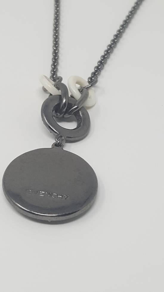 Givenchy Logo necklace doble sided Size ONE SIZE - 12