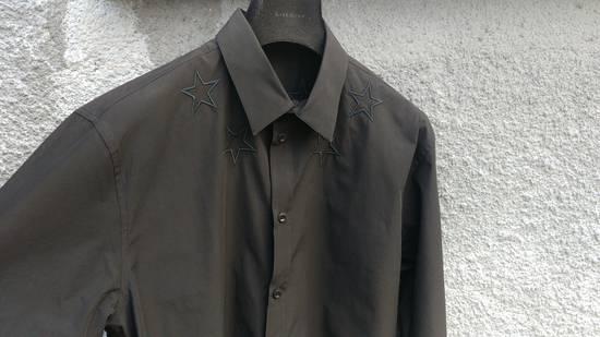 Givenchy $520 Givenchy Black Star Embroidered Rottweiler Shark Men's Shirt size 41 (L) Size US L / EU 52-54 / 3 - 6