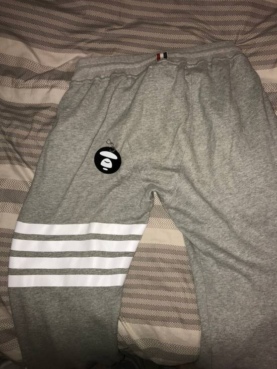Thom Browne Sweatpants with engineered 4 stripe Size US 33 - 1