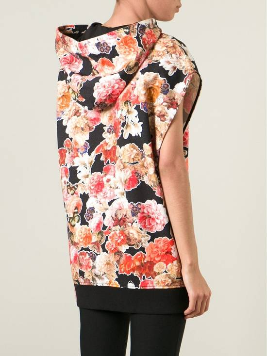 Givenchy $1050 Givenchy Floral and Butterfly Print Rottweiler Oversized Sleeveless Hoodie Top size S (M / L) Size US S / EU 44-46 / 1 - 3