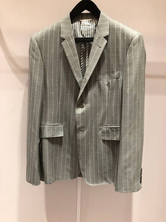 Thom Browne THOM BROWNE CLASSIC BLAZER IN GRAY/WHITE ANCHOR PINSTRIPE Size 40R