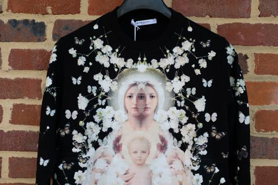 Givenchy Madonna and Child Baby's Breath Sweater Size US S / EU 44-46 / 1 - 2