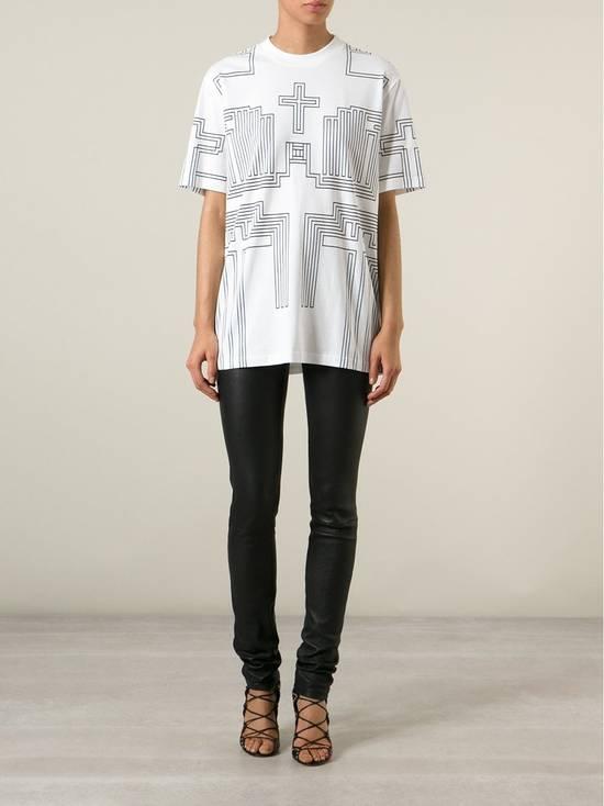 Givenchy $595 Givenchy Geometric Cross Print Rottweiler Shark Oversized T-shirt size XS (M) Size US M / EU 48-50 / 2 - 4