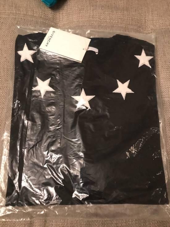 Givenchy Columbian-Fit Star-Appliqué T-Shirt, Black Size US M / EU 48-50 / 2 - 4