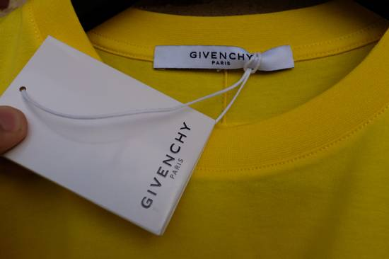 Givenchy Yellow Logo Plaque T-shirt Size US L / EU 52-54 / 3 - 5