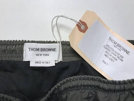 Thom Browne classic swim trunk in medium grey Size US 30 / EU 46 - 5