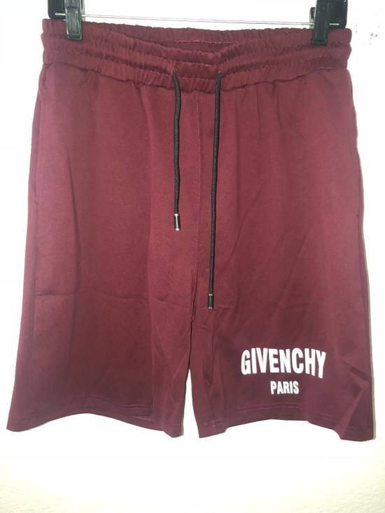 Givenchy Gym Logo Shorts Size US 36 / EU 52