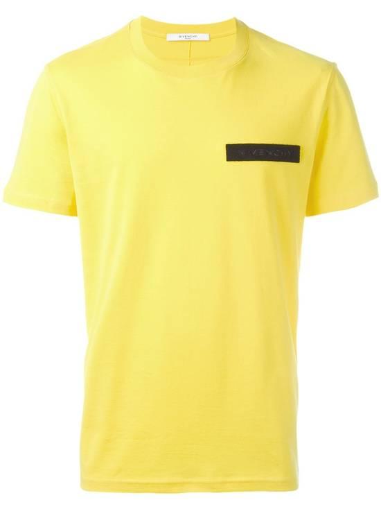 Givenchy Yellow Logo Plaque T-shirt Size US L / EU 52-54 / 3 - 1