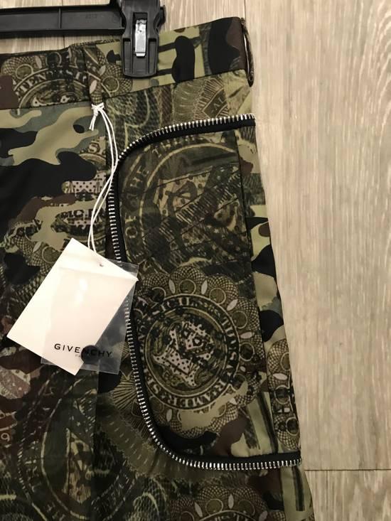Givenchy C Note Camo Shorts Size US 30 / EU 46 - 9
