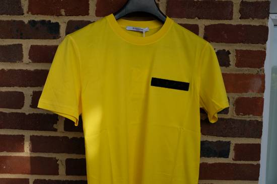Givenchy Yellow Logo Plaque T-shirt Size US L / EU 52-54 / 3 - 4