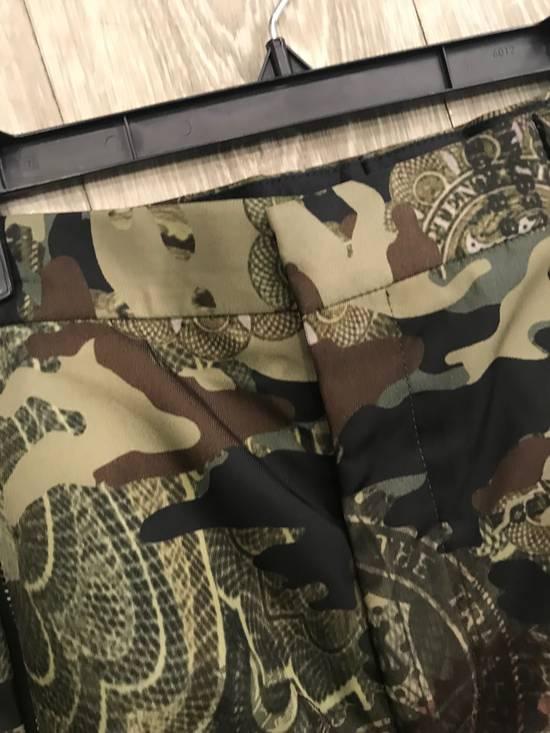 Givenchy C Note Camo Shorts Size US 30 / EU 46 - 7