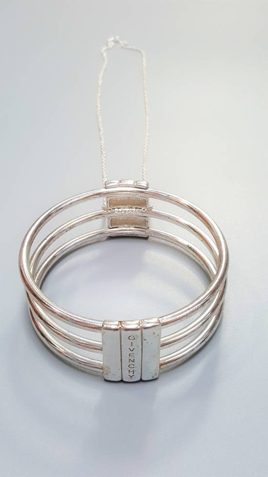 Givenchy Huge pendnt necklace Size ONE SIZE