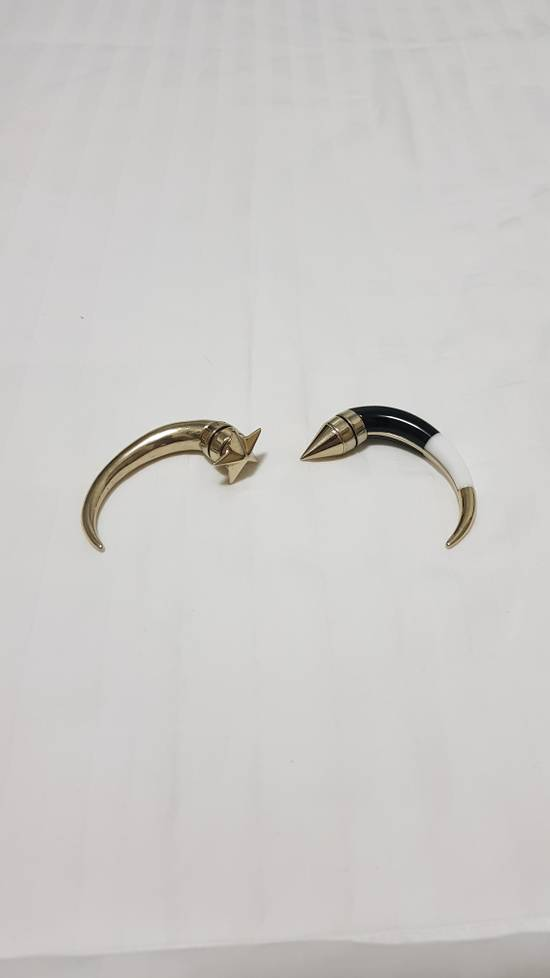 Givenchy Givenchy magnet horn ear studs Size ONE SIZE