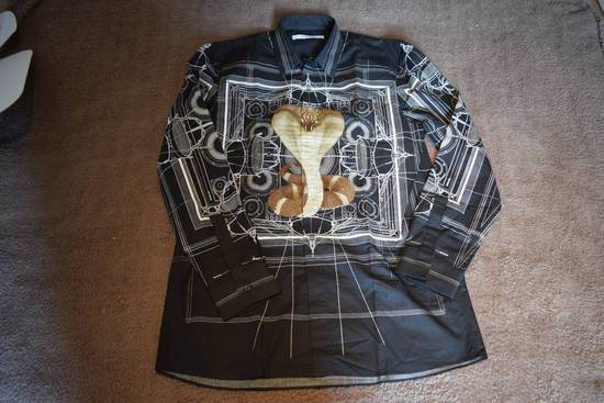 Givenchy Givenchy Authentic $990 Cobra Print Black Shirt Size 41 Brand New With Tags Size US L / EU 52-54 / 3