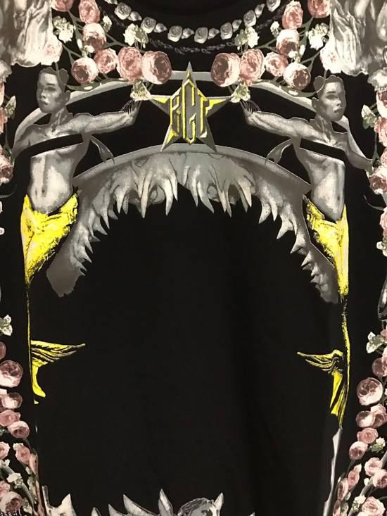 Givenchy Flower Shark Size US M / EU 48-50 / 2 - 4