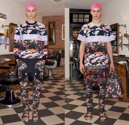 Givenchy Camo Floral Paneled Tee Size US S / EU 44-46 / 1 - 10