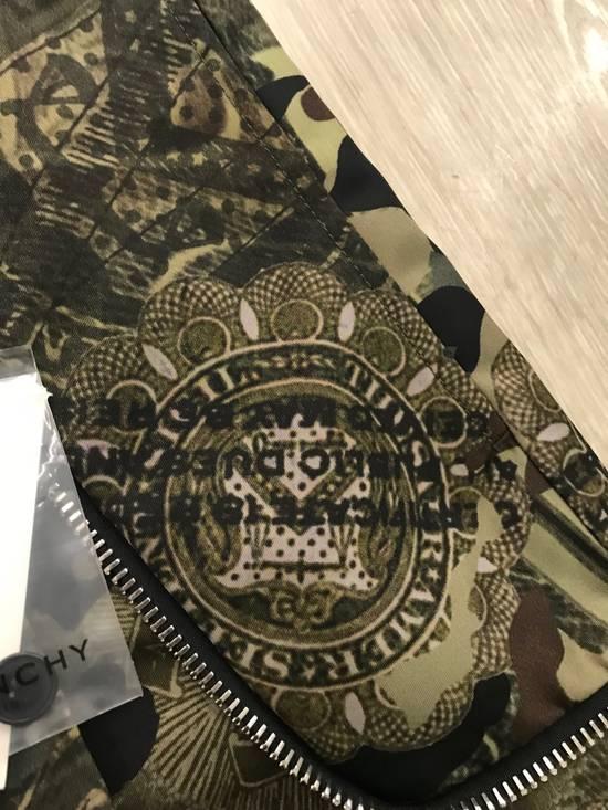 Givenchy C Note Camo Shorts Size US 30 / EU 46 - 8