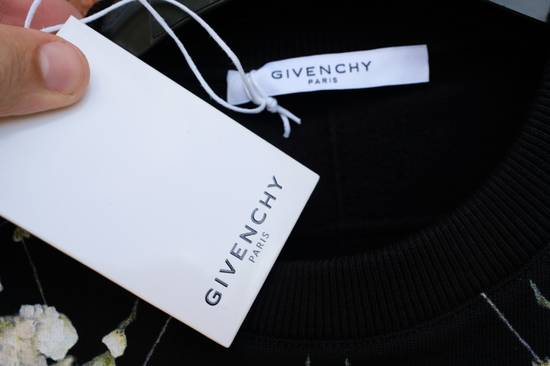 Givenchy Madonna and Child Baby's Breath Sweater Size US S / EU 44-46 / 1 - 5