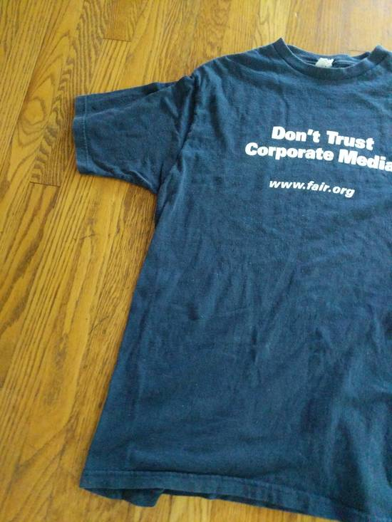 T Shirt DON'T TRUST CORPORATE MEDIA FAIR.ORG T SHIRT RARE Size US L / EU 52-54 / 3 - 2