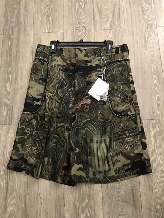 Givenchy C Note Camo Shorts Size US 30 / EU 46
