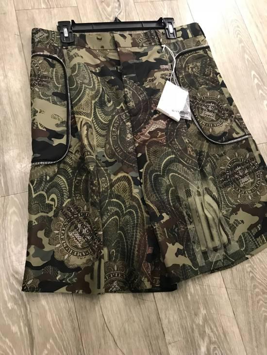 Givenchy C Note Camo Shorts Size US 30 / EU 46 - 11