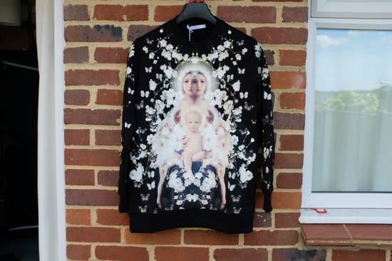 Givenchy Madonna and Child Baby's Breath Sweater Size US XS / EU 42 / 0