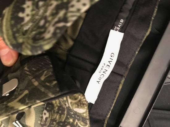 Givenchy C Note Camo Shorts Size US 30 / EU 46 - 2