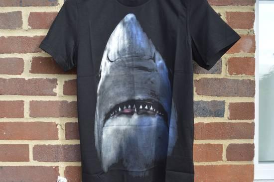 Givenchy Shark Print T-shirt Size US XS / EU 42 / 0 - 3