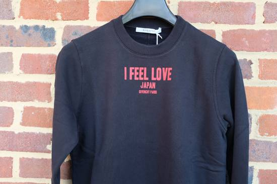 """Givenchy """"I Feel Love"""" Japan Exclusive Sweater Size US XS / EU 42 / 0 - 1"""