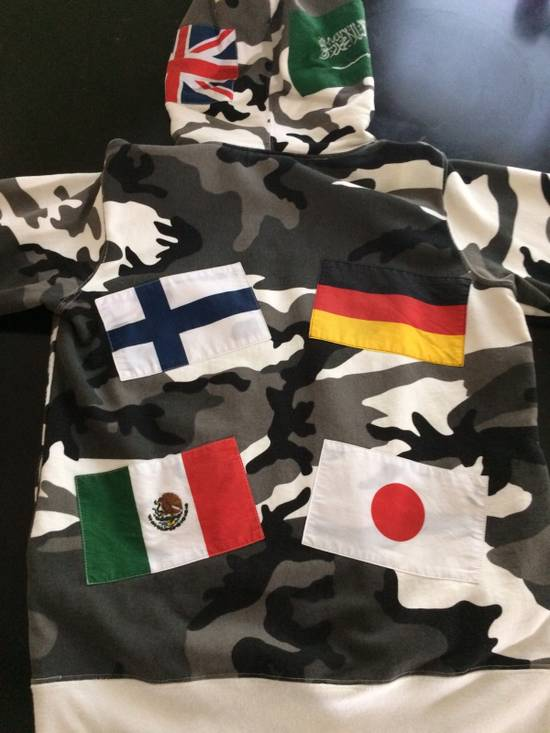 Supreme Snow Camouflage Supreme Flag Hoodie Size US M / EU 48-50 / 2 - 3