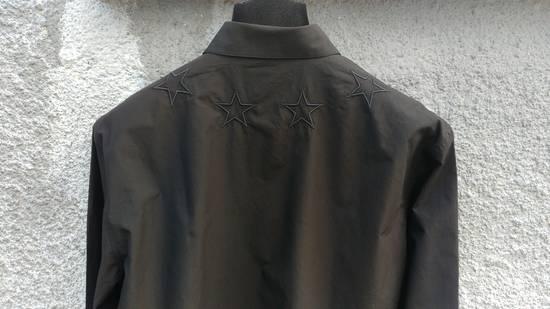 Givenchy $520 Givenchy Black Star Embroidered Rottweiler Shark Men's Shirt size 41 (L) Size US L / EU 52-54 / 3 - 9