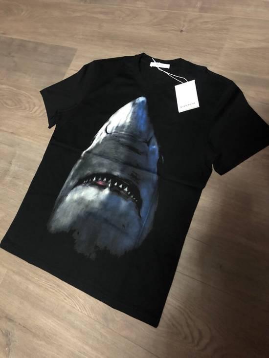 Givenchy Givenchy Shark Print Tee Size US M / EU 48-50 / 2 - 6
