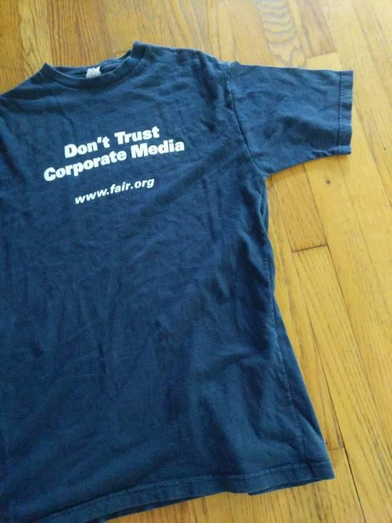 T Shirt DON'T TRUST CORPORATE MEDIA FAIR.ORG T SHIRT RARE Size US L / EU 52-54 / 3 - 3