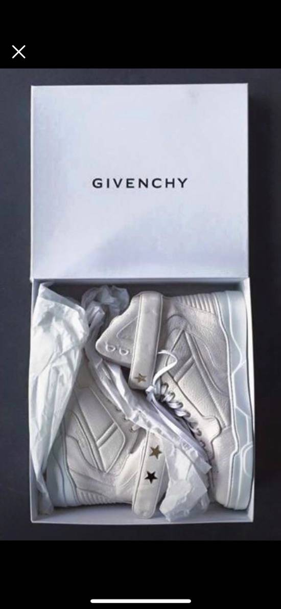 Givenchy Grain. Goat Optic Wht. Size US 7.5 / EU 40-41 - 1