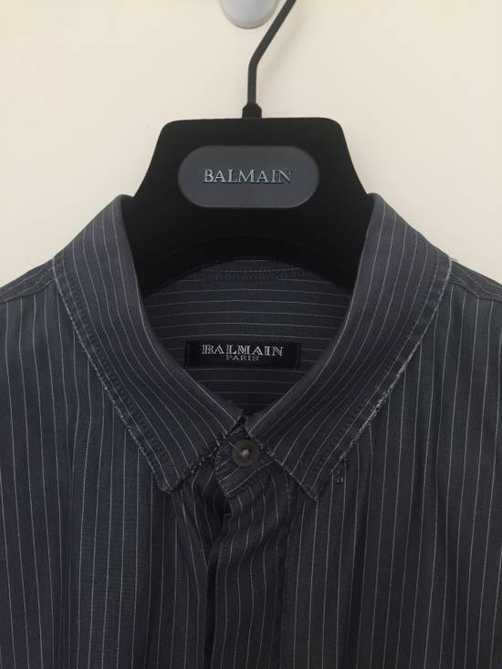 Balmain 11' SS Decarnin Era Grey Strip Distressed Shirt Size US M / EU 48-50 / 2 - 3
